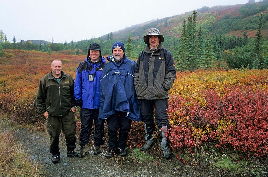 v.r.Bernhard,Andreas,Perry und Ich (stehe im Loch), Denali-Nationalpark - (Alaska), f.r.Bernhard,Andreas,Perry and me (stay in a hole)