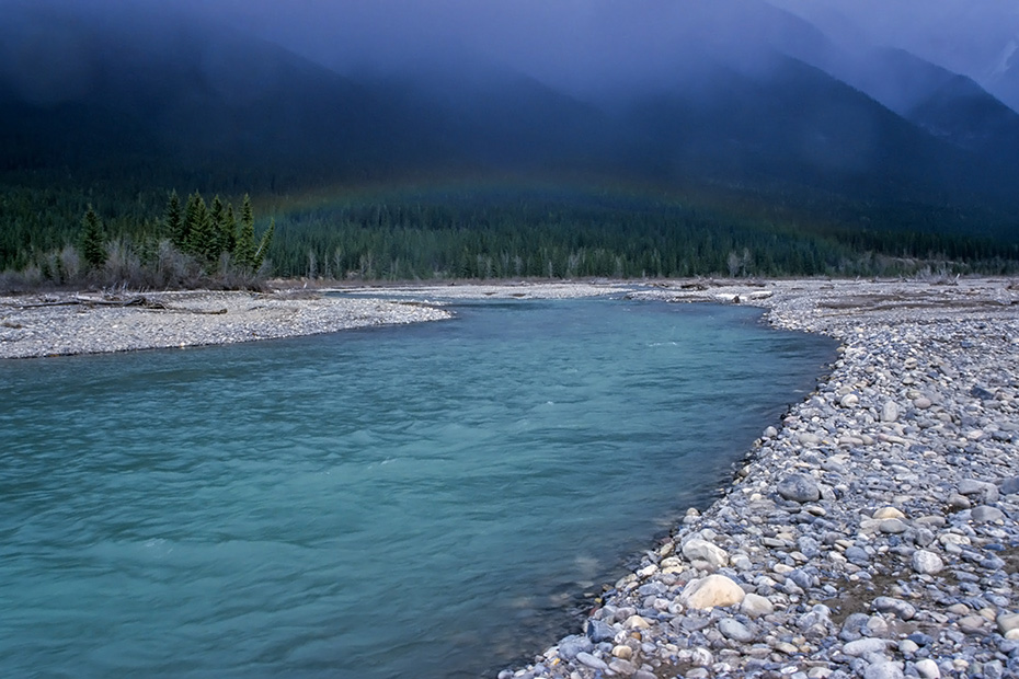 Regenbogen ueber dem Rocky River, Jasper Nationalpark  -  Kanada, Rainbow over the Rocky River